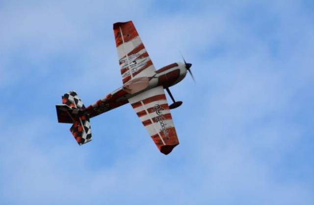 "RC Gadgetz Slick 560 54"" Capt Spade Red"